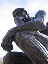 'De Denker' een bronzen beeldhouwwerk van de Franse beeldhouwer Auguste Rodin.