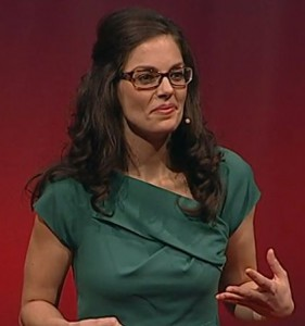 Molly Crockett tijdens TEDSalon in Londen (2012).