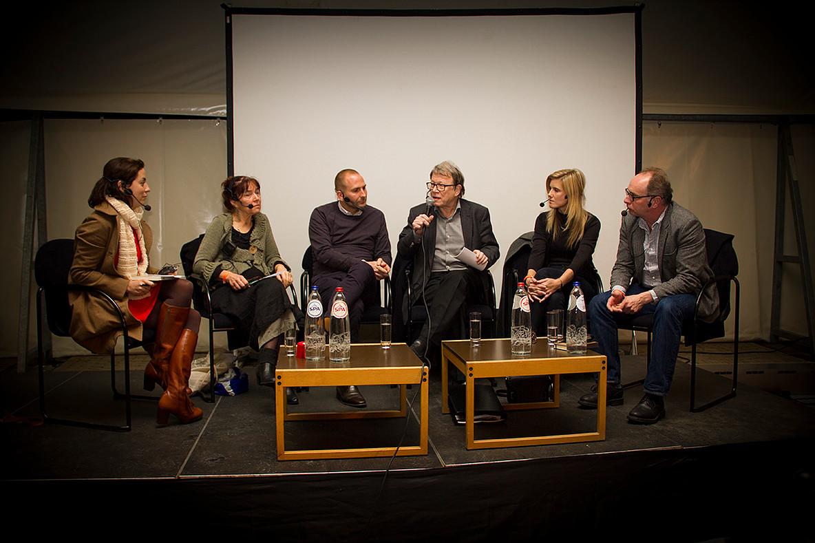 """Het panel van """"Naar een Schuldeloos Strafrecht?"""" op de nacht van de vrijdenker 2016 in Gent (foto: Gerbrich Reynaert)"""