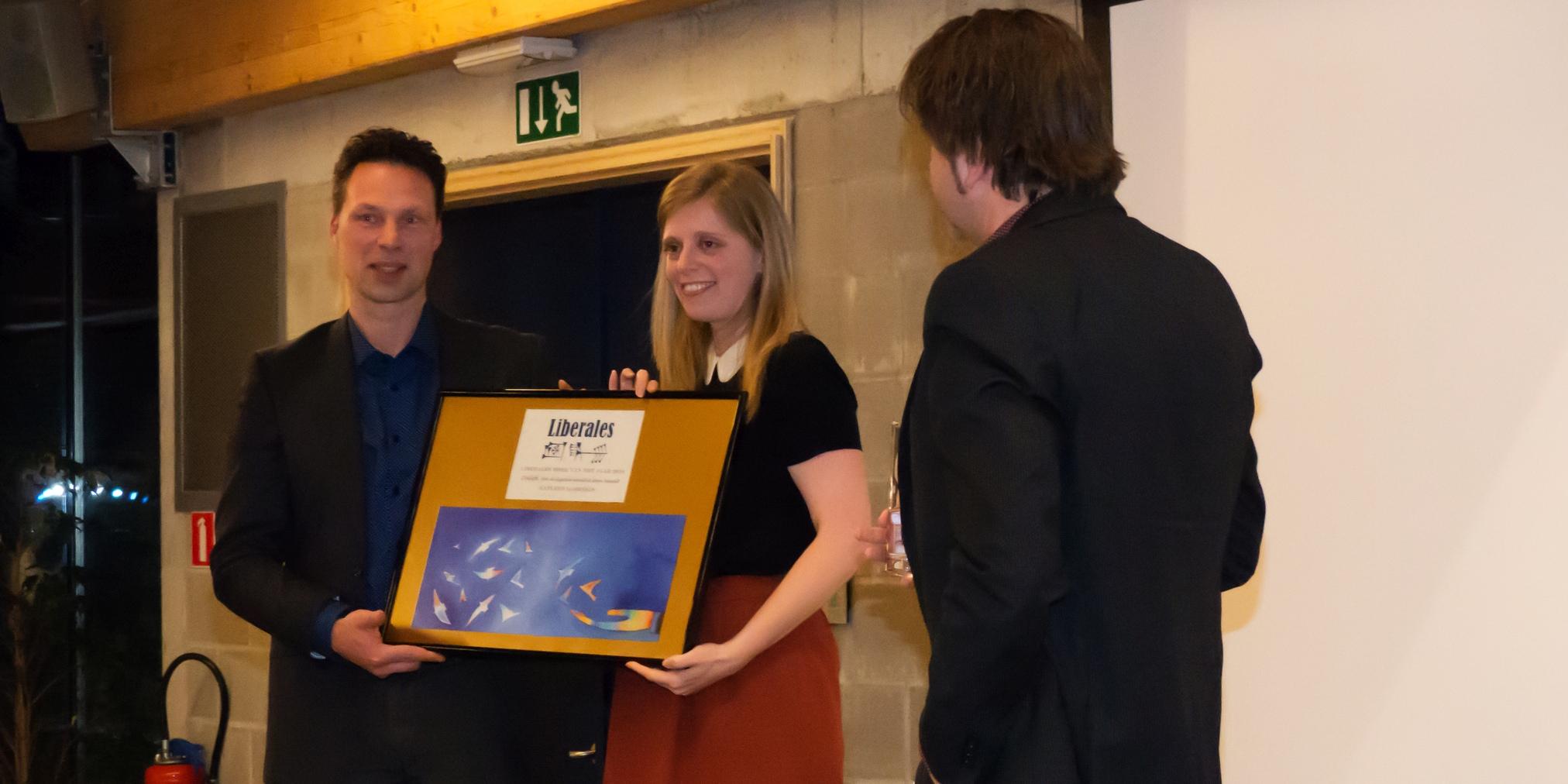 Katleen Gijsels ontvangt de Liberalesprijs (foto: Jozef Van Giel)