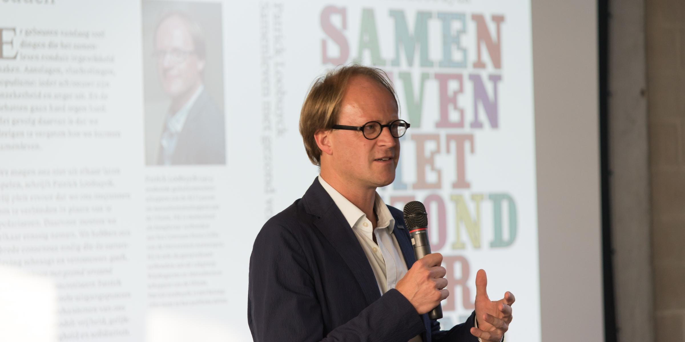 """Patrick Loobuyck presenteert bij Liberales Gent zijn boek """"Samenleven met gezond verstand"""" (Foto: Jozef Van Giel)"""