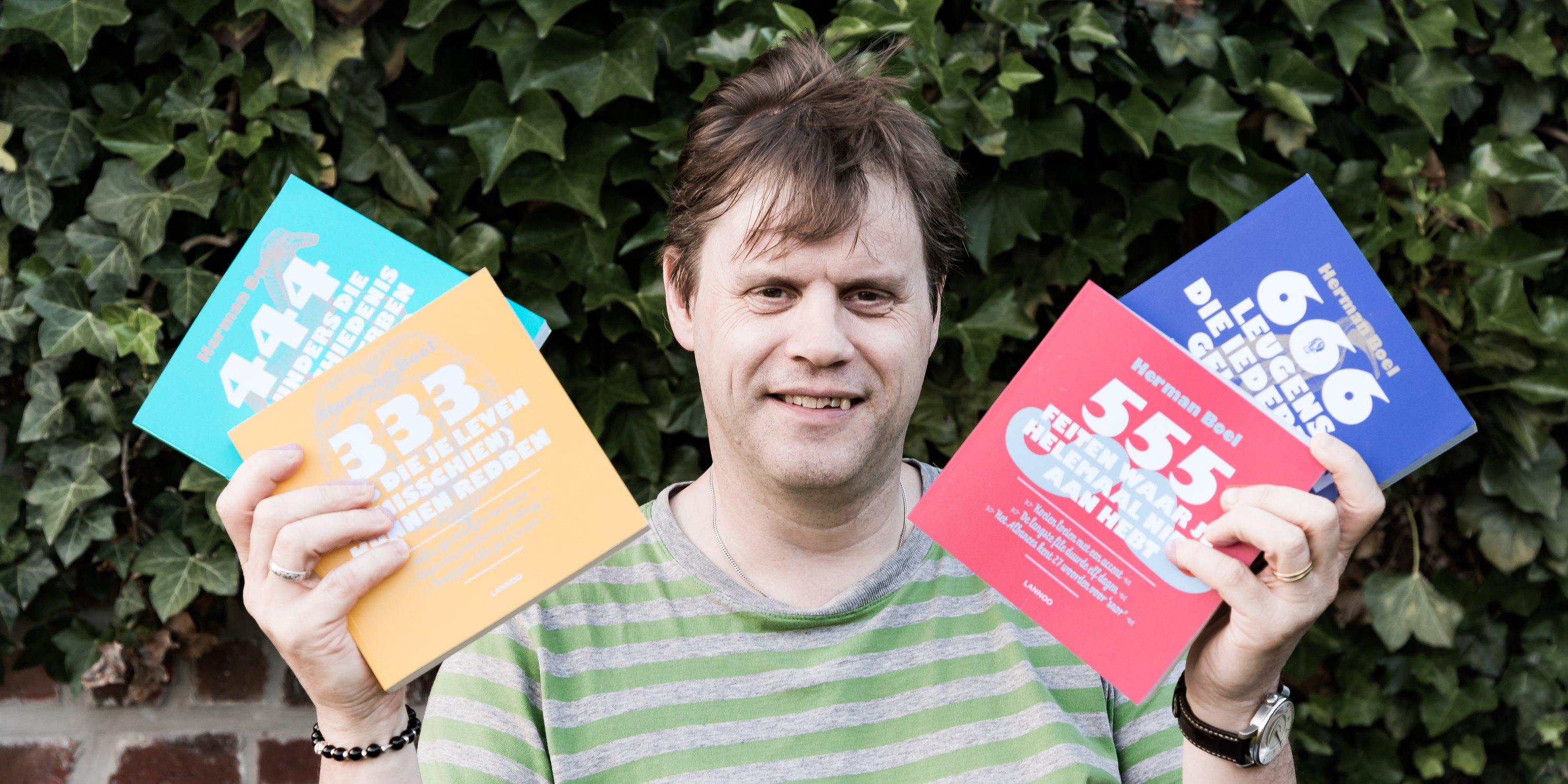 Herman Boel met zijn boekenreeks (Foto: Jozef Van Giel)