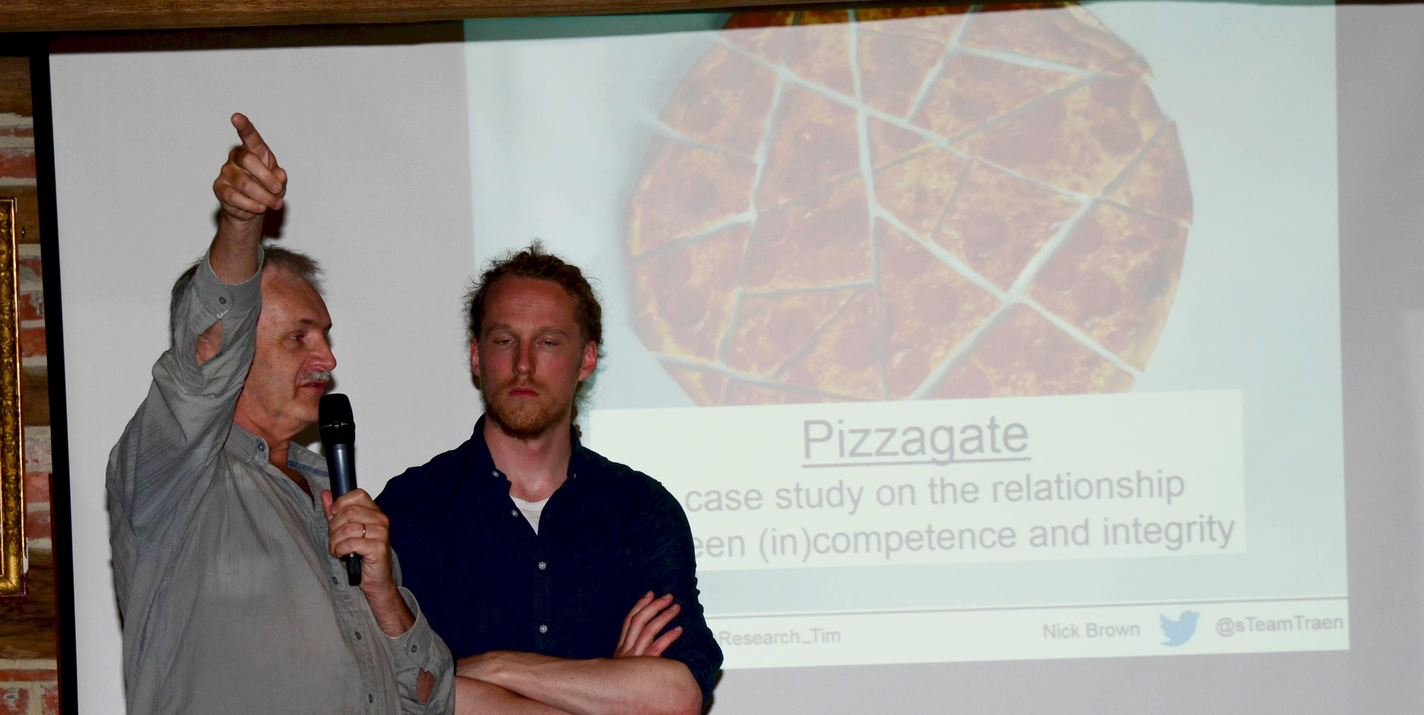 Nick Brown en Tim van der Zee bij Pizzagate (foto: Jozef Van Giel)