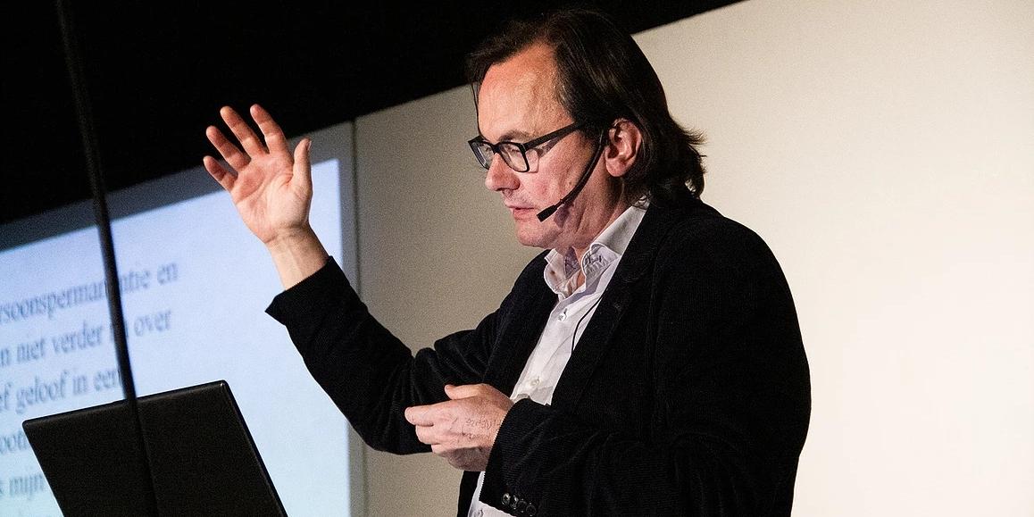 """Johan Braeckman op De Nacht van de Vrijdenker 2018: """"Is er leven na de dood? (Foto: Gerbrich Reynaert)"""